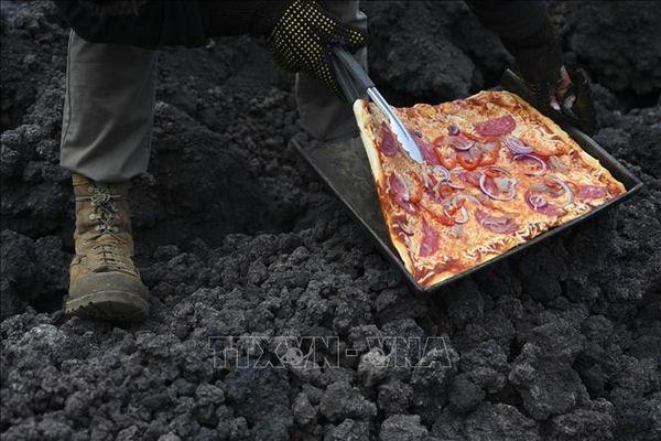 Độc đáo bánh pizza nướng bằng hơi nóng dung nham núi lửa