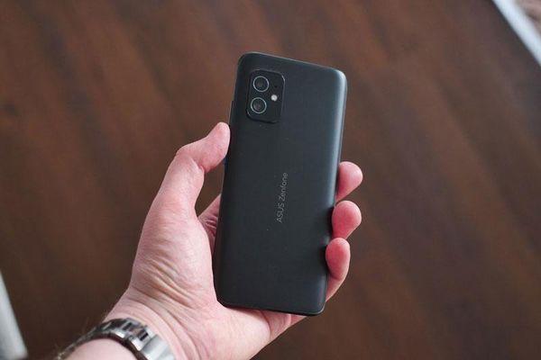 Asus ZenFone 8 trình làng: Thân hình nhỏ nhắn, sức mạnh 'khủng khiếp'