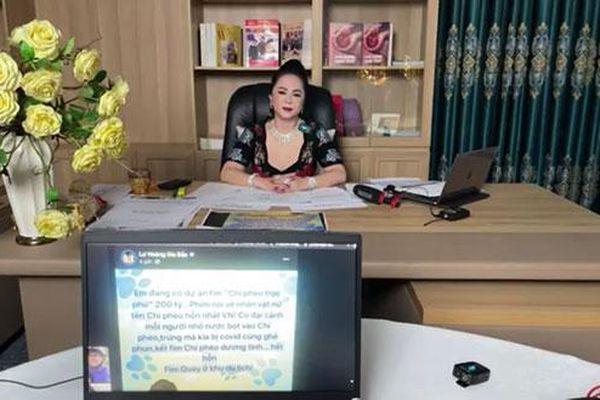 Đại gia Phương Hằng tuyên bố khởi kiện NSND Hồng Vân và NSƯT Hoa Hạ sau khi bị 'đá xéo'