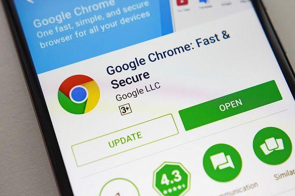 Mất tiền oan uổng vì ứng dụng Google Chrome giả mạo