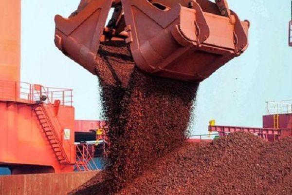 Giá quặng nhập khẩu tăng chóng mặt