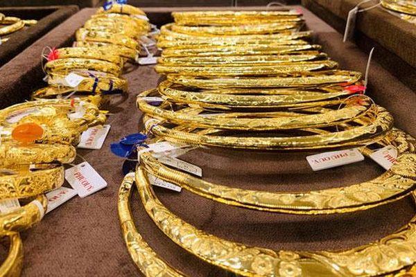 Giá vàng giảm tiếp, xuống mốc 56 triệu đồng/lượng