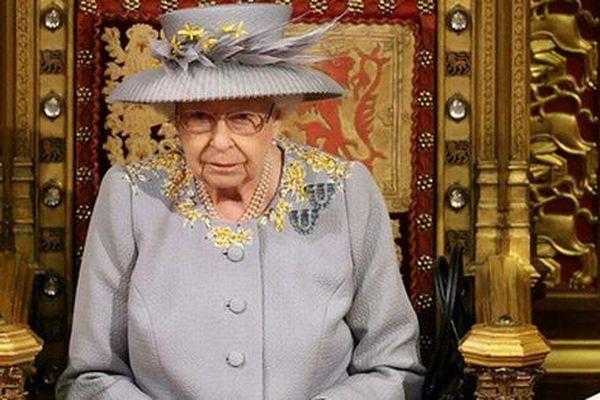 Nữ hoàng Anh tái xuất với bài phát biểu đặc biệt, Meghan Markle cũng đưa ra thông báo quan trọng nhưng bị đào lại quá khứ đầy mâu thuẫn