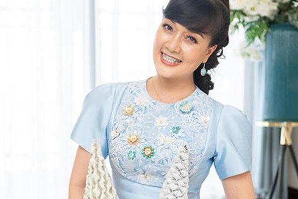 Diễn viên Vân Dung không nhịn được cười khi xem mình diễn