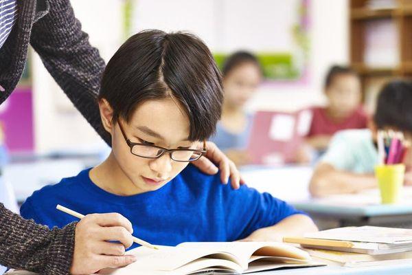 Trung Quốc giảm bài tập hè để chống cận thị cho trẻ