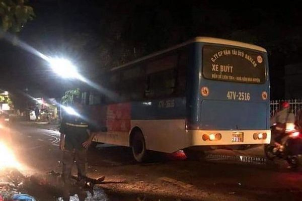 Tai nạn giao thông mới nhất hôm nay 14/5: Tông trực diện xe buýt, 2 người đàn ông đi xe máy tử vong