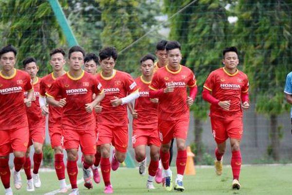 Bảo vệ ngôi vương SEA Games, U22 Việt Nam 'luyện công' trong nắng nóng