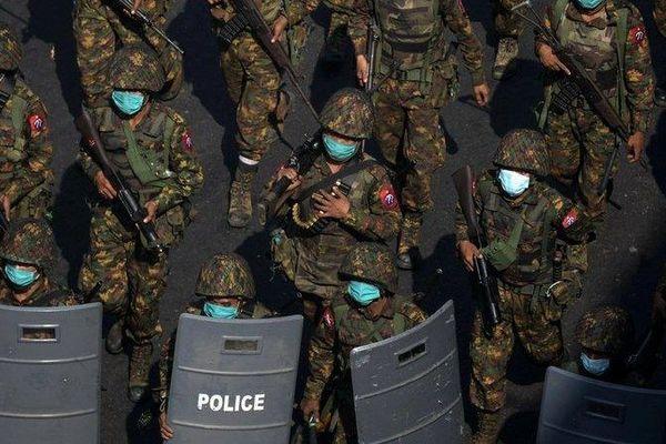 Tình hình Myanmar: Chính quyền quân sự áp đặt thiết quân luật