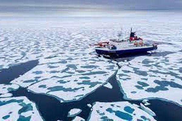 Loại nước ở Bắc Cực được bán với giá hơn 2 triệu đồng mỗi chai?