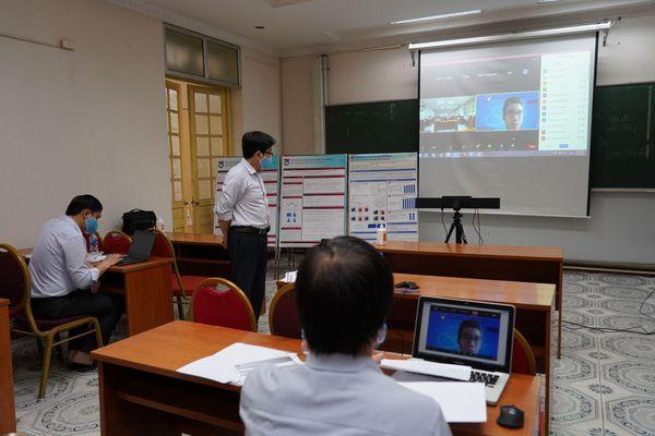 Ứng phó dịch COVID-19, sinh viên 'làm quen' với báo cáo khoa học, bảo vệ khóa luận trực tuyến
