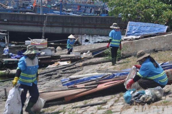 Đấu thầu vệ sinh cảng cá Thọ Quang: Nhiều tiêu chí bất hợp lý, gây khó?