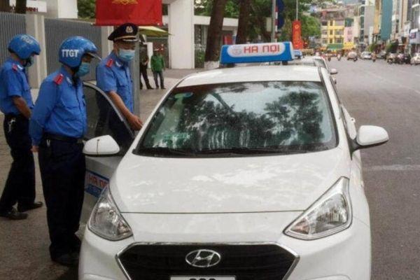Hà Nội: Tài xế taxi dù 'chặt chém' khách ngoại bị phạt 9 triệu đồng