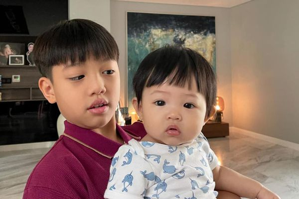 Cường Đô La khoe quả đầu 'không lạc đi đâu được' của anh em Subeo và Suchin