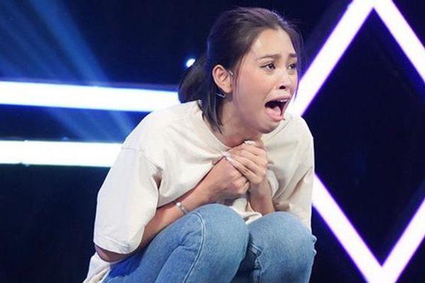 Nguyên nhân khiến Hoa hậu Tiểu Vy liên tục la hét, sợ hãi trên truyền hình
