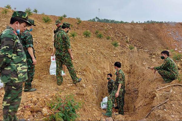 Bắc Giang: Hủy nổ an toàn 4 quả lựu đạn do nhân dân giao nộp