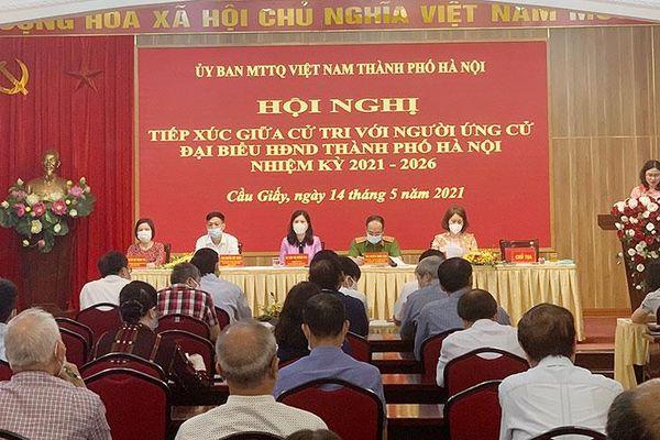 Người ứng cử đại biểu HĐND thành phố Hà Nội vận động bầu cử tại quận Cầu Giấy