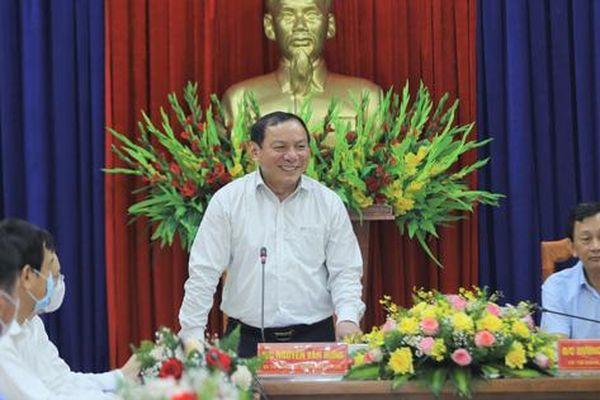Bộ trưởng Nguyễn Văn Hùng: 'Kon Tum có quang cảnh đẹp, sao không mạnh dạn đặt ước mơ trở thành trung tâm hội nghị của khu vực miền Trung-Tây Nguyên'?