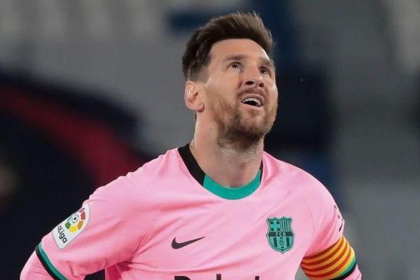 Barcelona sụp đổ vì hàng thủ mỏng manh