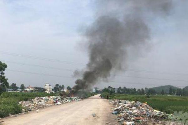 Huyện Thủy Nguyên yêu cầu xử lý vụ đốt rác thải đầu độc làng quê