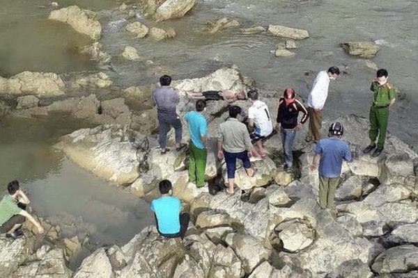 Phát hiện thi thể 2 vợ chồng nghi chết đuối do tắm suối