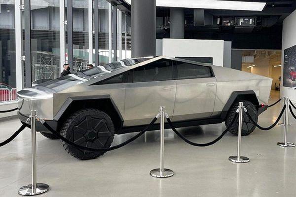 Tesla Cybertruck 'bằng xương, bằng thịt' - giống như xe viễn tưởng