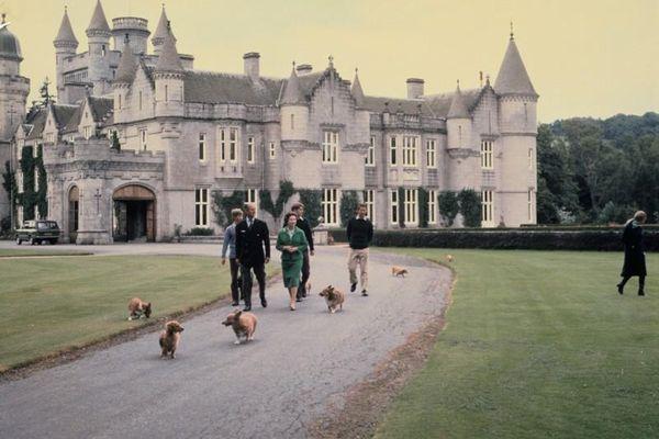 Khám phá tòa lâu đài cổ kính ở Scotland được Hoàng gia Anh yêu thích