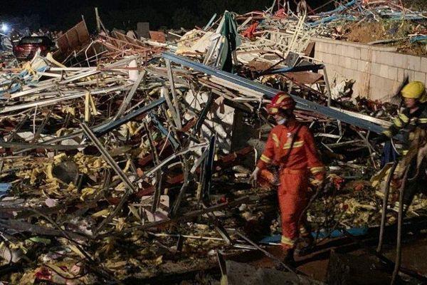 Lốc xoáy 'xé toạc' thành phố Vũ Hán ở Trung Quốc; con số nạn nhân lên tới hàng trăm người