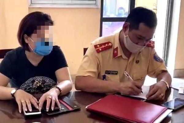 Nữ tài xế lái Innova lùi xe trên cao tốc Hà Nội - Thái Nguyên vì… không biết đường