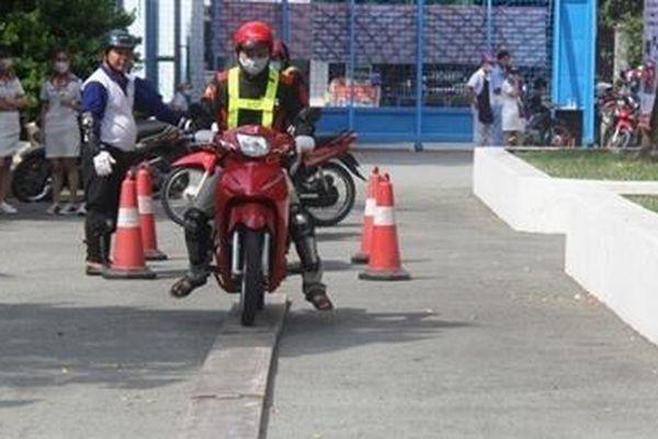 Dạy và cấp bằng lái xe môtô A1 cho đồng bào dân tộc thiểu số không biết tiếng Việt