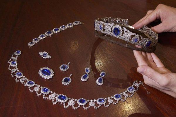 Bộ trang sức quý hiếm thuộc về con gái nuôi Hoàng đế Pháp trị giá gần 3 triệu USD