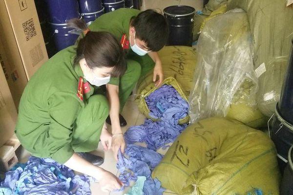 Xử phạt một cơ sở buôn bán 2,73 tấn găng tay y tế nhập lậu