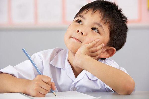 Nhìn vào '5 cấp độ bút chì' này, mẹ bắt bài ngay con có tập trung học trên lớp hay không