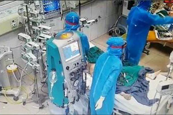 Thầy thuốc tuyến đầu chống dịch: Không ngại gian khổ, chỉ thương bệnh nhân