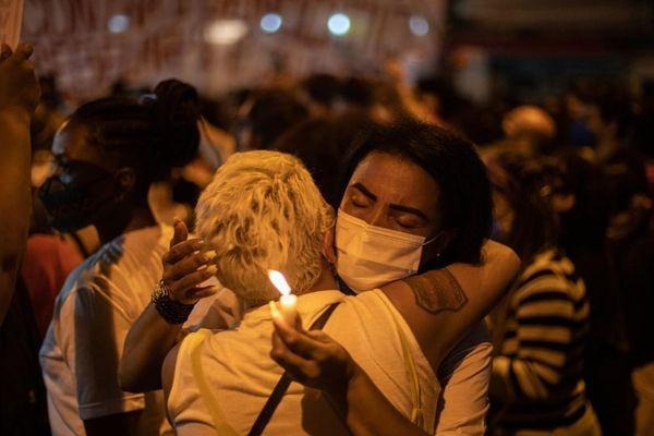 Vụ đột kích băng đảng ma túy khốc liệt bất thường ở Brazil