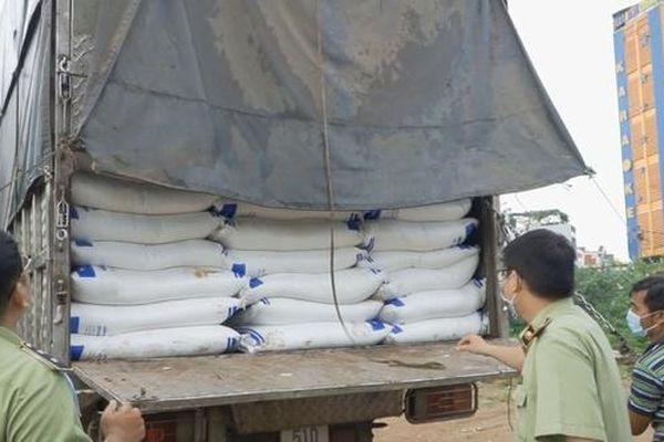 Thu giữ lô đường cát khủng nghi nhập lậu ở TP.HCM