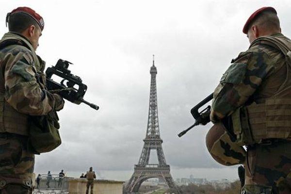 Quân nhân Pháp cảnh báo nguy cơ nội chiến và tan rã
