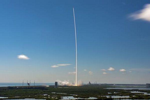 SpaceX liên tục phóng vệ tinh Internet, Nga sẽ tính phí