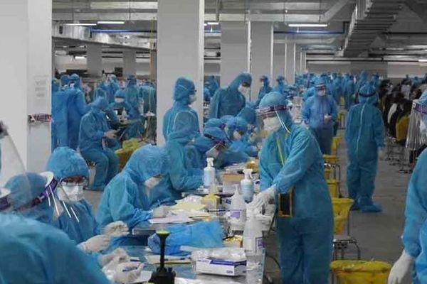 Thần tốc lấy 11 nghìn mẫu bệnh phẩm xét nghiệm tại Bắc Giang