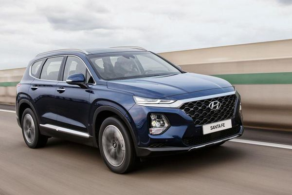 Hyundai SantaFe lập lại trật tự trong phân khúc SUV 7 chỗ tháng 4/2021
