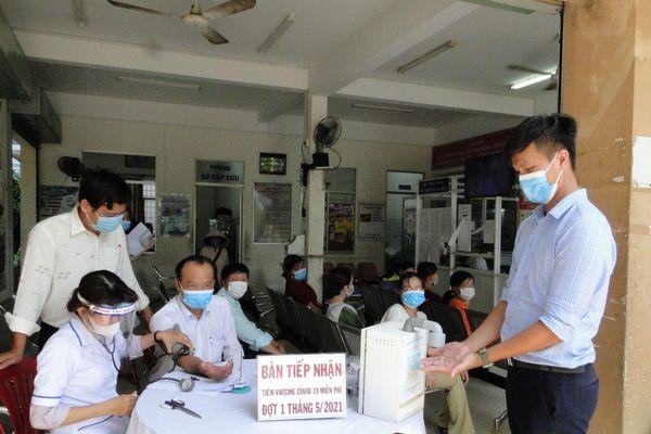 Tiền Giang xác minh tin tiêm vaccine COVID-19 miễn phí sai đối tượng