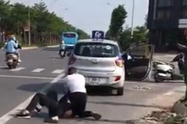 Kỷ luật đại úy Công an đứng nhìn người dân bắt tên cướp taxi cực kỳ nguy hiểm
