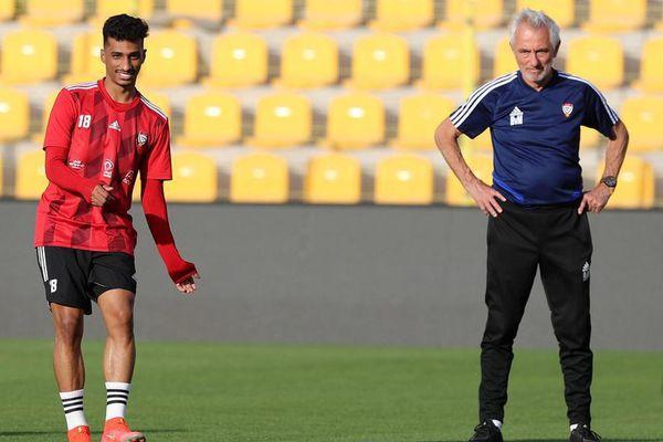 Van Marwijk 'kích hoạt' tuyển UAE