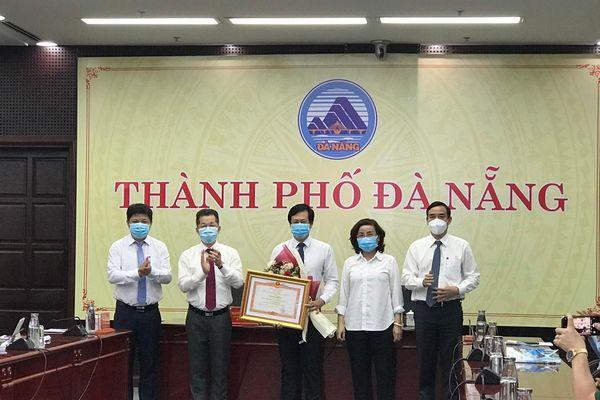 CDC Đà Nẵng đón nhận Bằng khen của Thủ tướng về công tác phòng, chống dịch