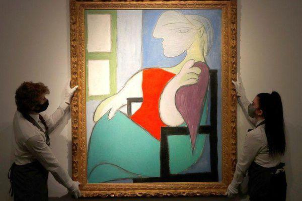 Bức họa 'Người phụ nữ ngồi bên cửa sổ' của danh họa Picasso được bán với giá hơn 103 triệu USD