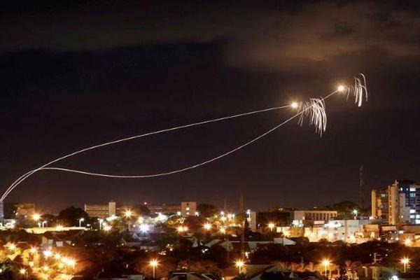 Hamas đang dùng chiến thuật gì để vượt qua Vòm Sắt của Israel?