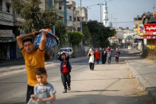 Cảnh người dân Gaza lũ lượt sơ tán vì đòn không kích của Israel