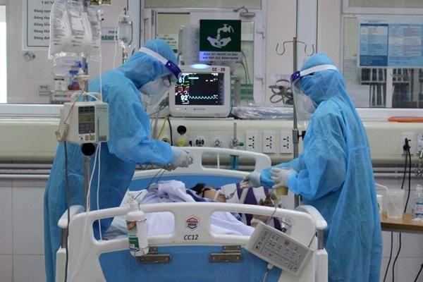 17 ca Covid-19 nguy kịch, nam bác sĩ trẻ phải thở oxy