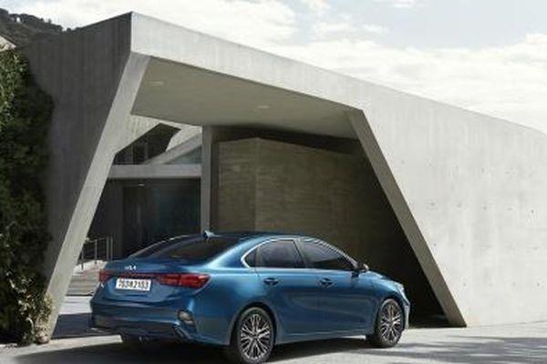Ô tô Kia Cerato mới tinh vừa ra mắt giá chỉ từ hơn 300 triệu đồng có gì hấp dẫn?