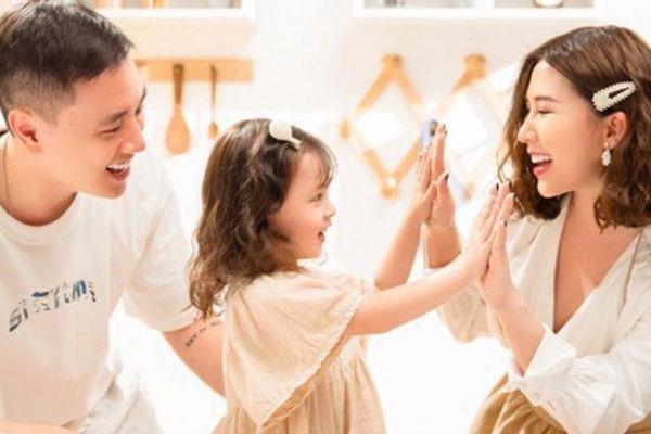 5 đức tính cha mẹ phải làm gương cho trẻ để dạy con thành người lịch sự, tử tế