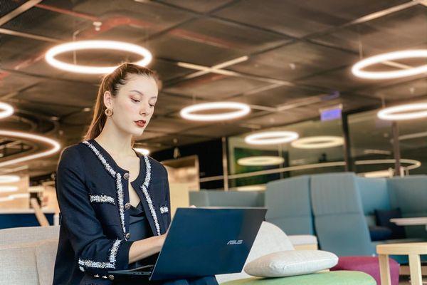 Trên tay Asus ZenBook Duo 14 (UX482): laptop văn phòng 2 màn hình, giá từ 33,9 triệu đồng